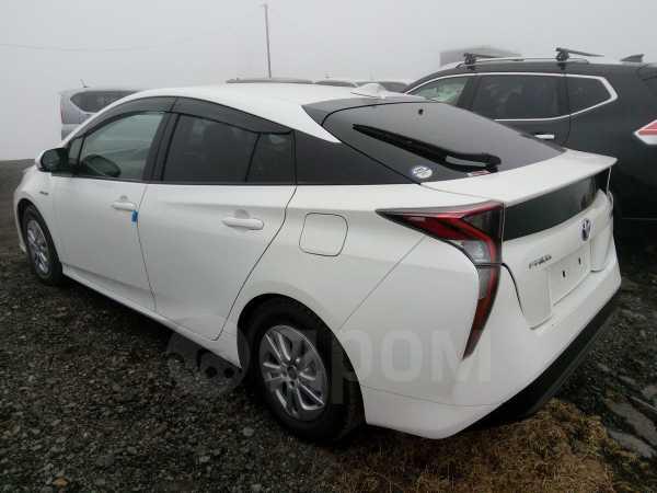 Toyota Prius, 2017 год, 1 100 000 руб.