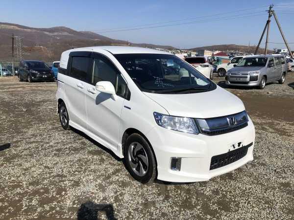 Honda Freed Spike, 2015 год, 735 000 руб.