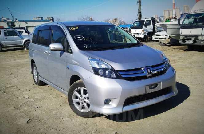 Toyota Isis, 2012 год, 769 000 руб.