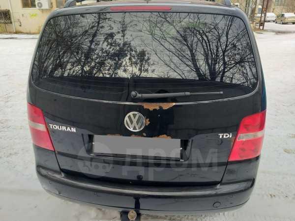 Volkswagen Touran, 2004 год, 289 000 руб.