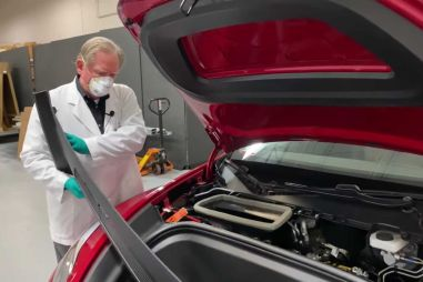 Профессионал изучил Tesla Model Y: гуляющие зазоры кузова, сломанные и недостающие компоненты