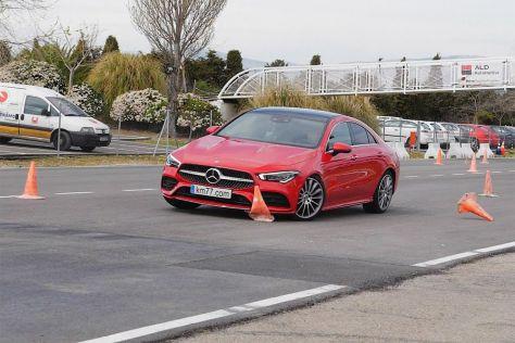 Маленький спортивный Мерседес проходит «лосиный тест» хуже, чем кроссоверы Mazda CX-30 и Renault Captur
