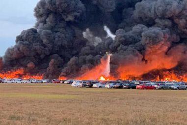 Возле аэропорта в США разом сгорели 3500 машин (ВИДЕО)