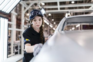 Какие автомобильные компании возобновили производство в России вопреки указу Путина