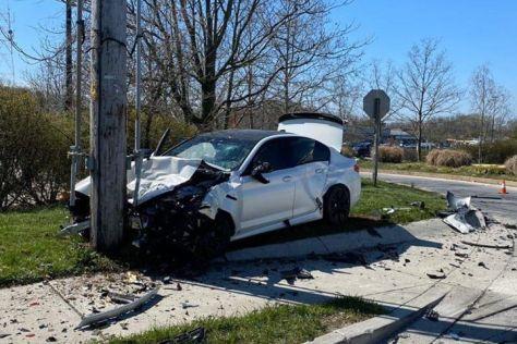 Новую BMW M5 разбили об столб спустя всего 11 км после выезда из автосалона