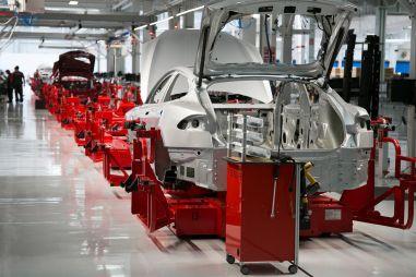 У Tesla не хватает денег на зарплаты своему персоналу