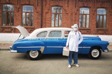 В уральском городе к больным приезжают на 60-летнем ЗИМе