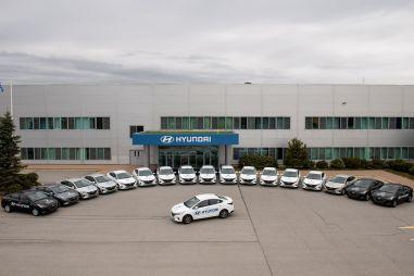 Завод Hyundai в Санкт-Петербурге помог медикам автомобилями