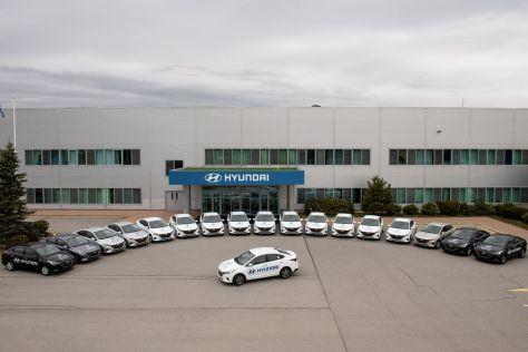 Питерский завод Hyundai передал медикам 18 автомобилей