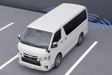 Фургон Toyota Hiace получил больше систем безопасности