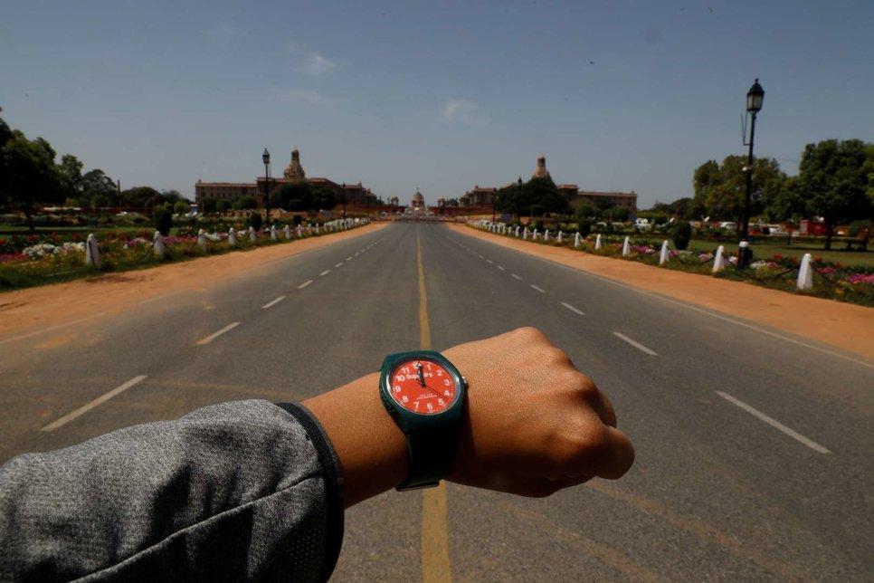 Пустая дорога в Раджпате в Нью-Дели, Индия