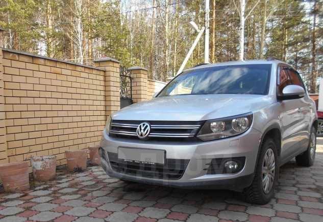 Volkswagen Tiguan, 2011 год, 595 000 руб.