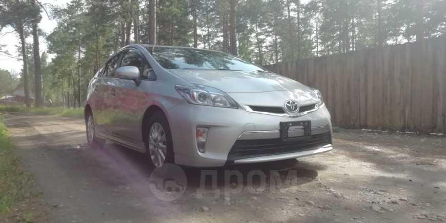 Toyota Prius PHV, 2015 год, 975 000 руб.