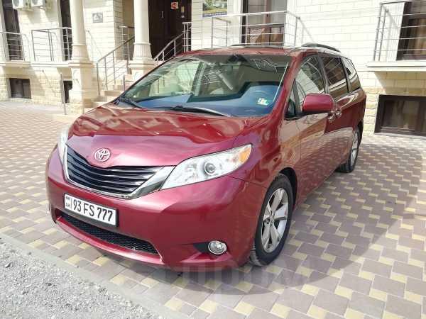 Toyota Sienna, 2015 год, 1 400 000 руб.