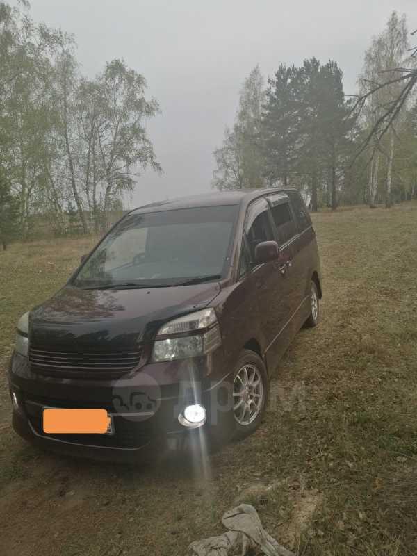 Toyota Voxy, 2004 год, 565 000 руб.