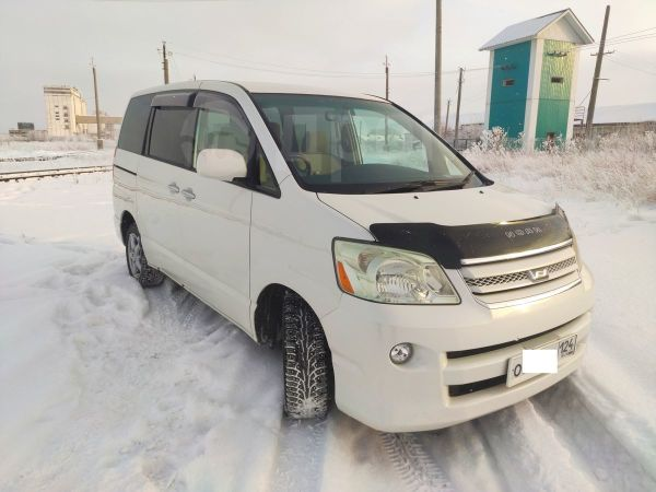 Toyota Noah, 2005 год, 320 000 руб.