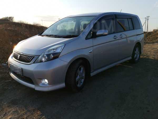 Toyota Isis, 2012 год, 620 000 руб.
