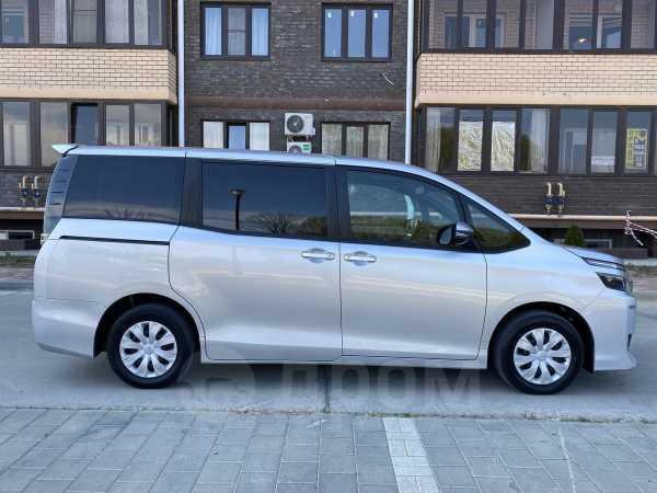 Toyota Voxy, 2016 год, 1 195 000 руб.