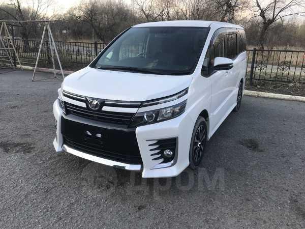 Toyota Voxy, 2014 год, 1 170 000 руб.