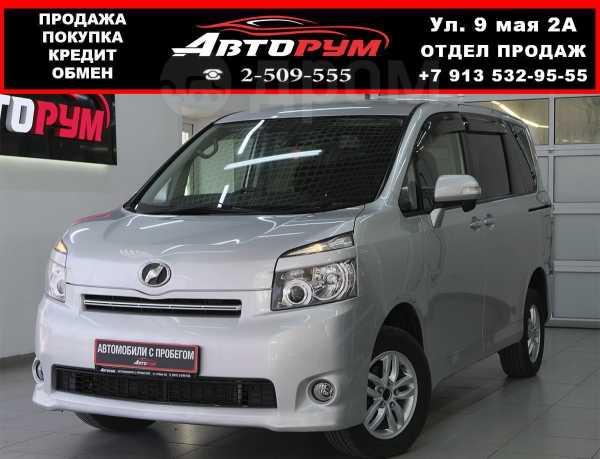 Toyota Voxy, 2009 год, 857 000 руб.