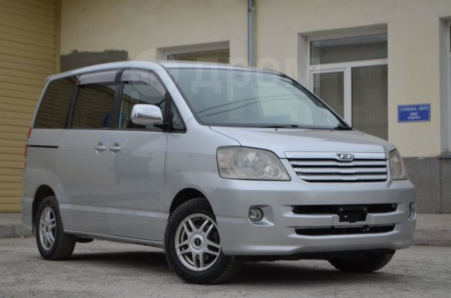 Toyota Noah, 2002 год, 545 000 руб.
