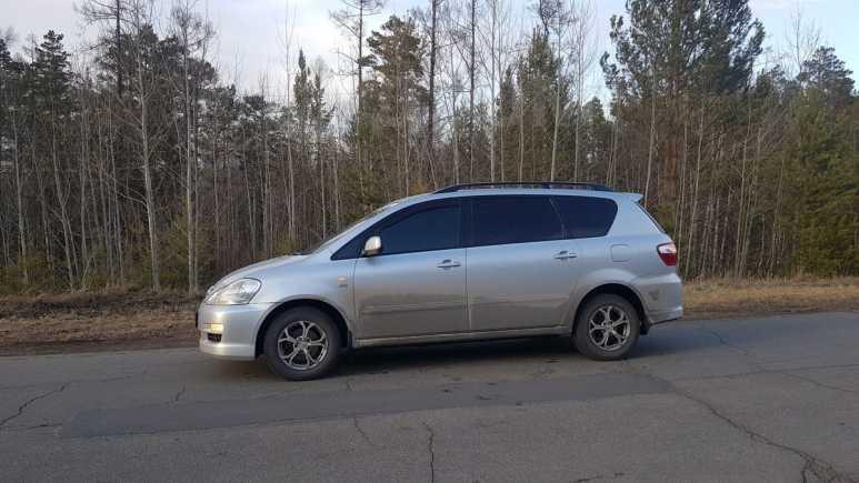 Toyota Avensis Verso, 2004 год, 650 000 руб.