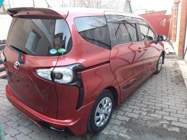 Toyota Sienta, 2015 год, 715 000 руб.