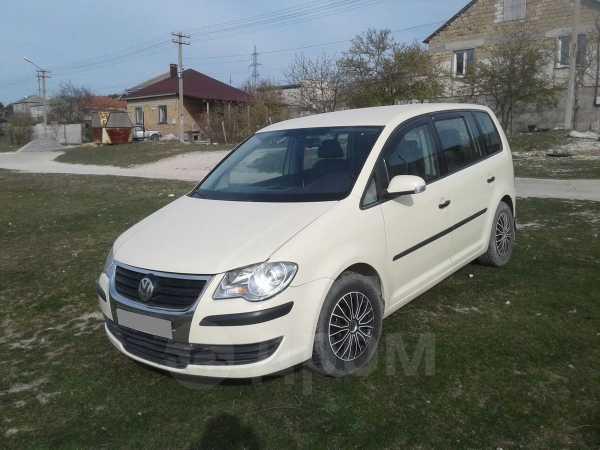 Volkswagen Touran, 2010 год, 560 000 руб.