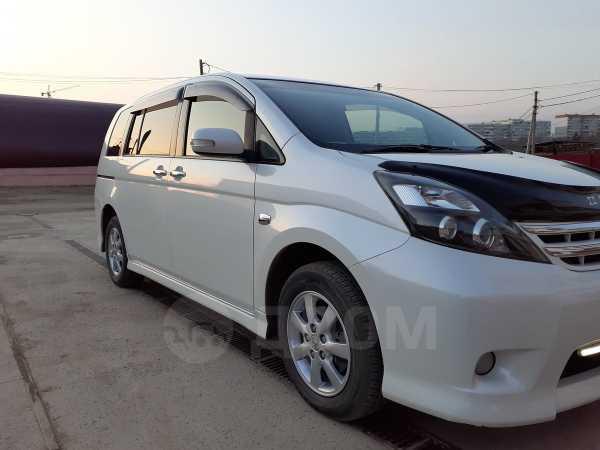 Toyota Isis, 2011 год, 670 000 руб.