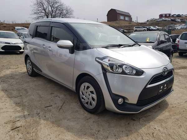 Toyota Sienta, 2015 год, 690 000 руб.