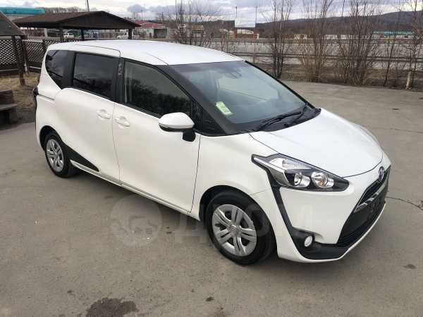 Toyota Sienta, 2015 год, 750 000 руб.