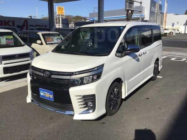 Toyota Voxy, 2014 год, 1 107 000 руб.