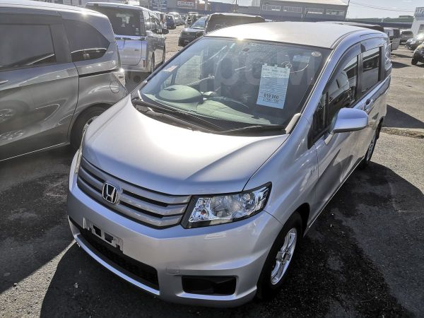 Honda Freed Spike, 2011 год, 599 000 руб.