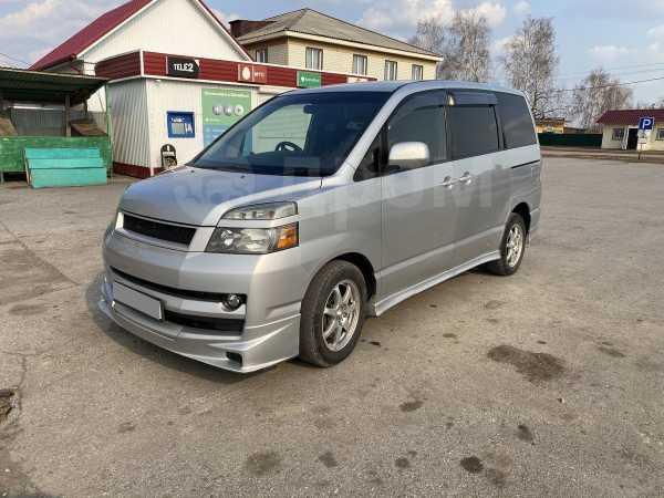Toyota Voxy, 2005 год, 390 000 руб.