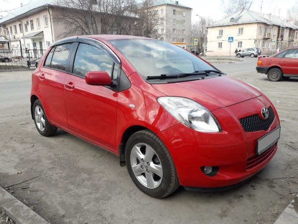 Toyota Yaris, 2007 год, 390 000 руб.