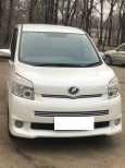 Toyota Voxy, 2010 год, 780 000 руб.
