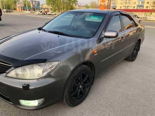 Toyota Camry, 2004 год, 595 000 руб.