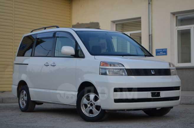 Toyota Voxy, 2002 год, 580 000 руб.