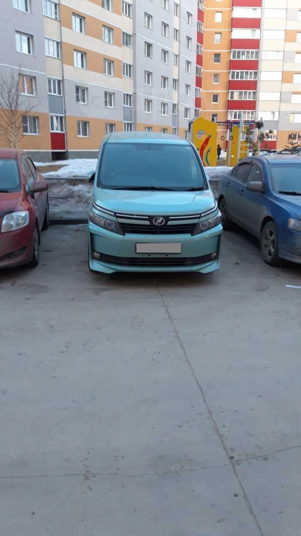 Toyota Voxy, 2015 год, 1 300 000 руб.