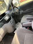 Toyota Voxy, 2005 год, 585 000 руб.