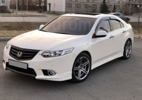 Кызыл Honda Accord 2011
