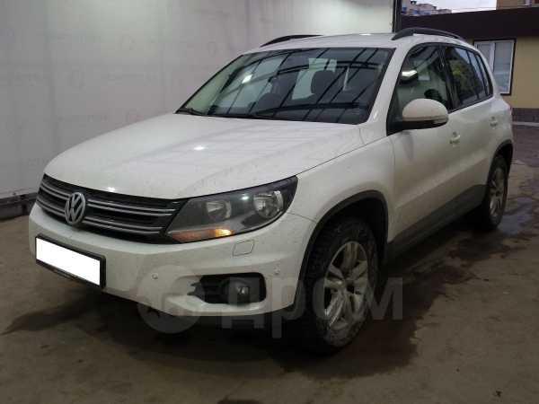 Volkswagen Tiguan, 2011 год, 820 000 руб.