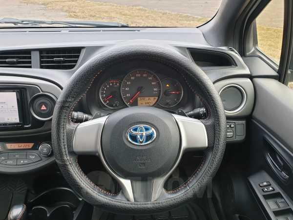 Toyota Vitz, 2012 год, 585 000 руб.