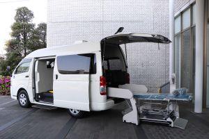 Toyota разработала фургон для транспортировки тяжелобольных COVID-19