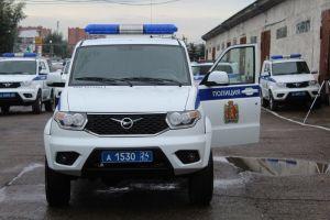 В Петербурге задержали преступников, укравших магнитолу и баллонник из полицейского УАЗа