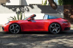 Porsche представила полуоткрытый спорткар 911 Targa