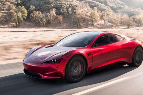 Илон Маск хочет установить в Tesla Roadster двигатели от ракеты