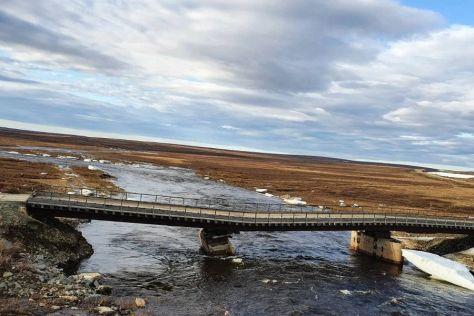 ВИДЕО: Урал обрушил деревянный мост в ЯНАО