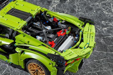 Lamborghini Sian воспроизвели в масштабе 1:8
