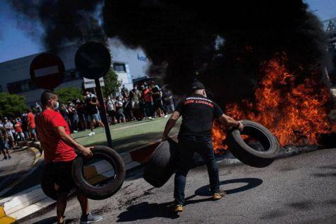 В Испании рабочие протестуют против закрытия завода Nissan (ФОТО)